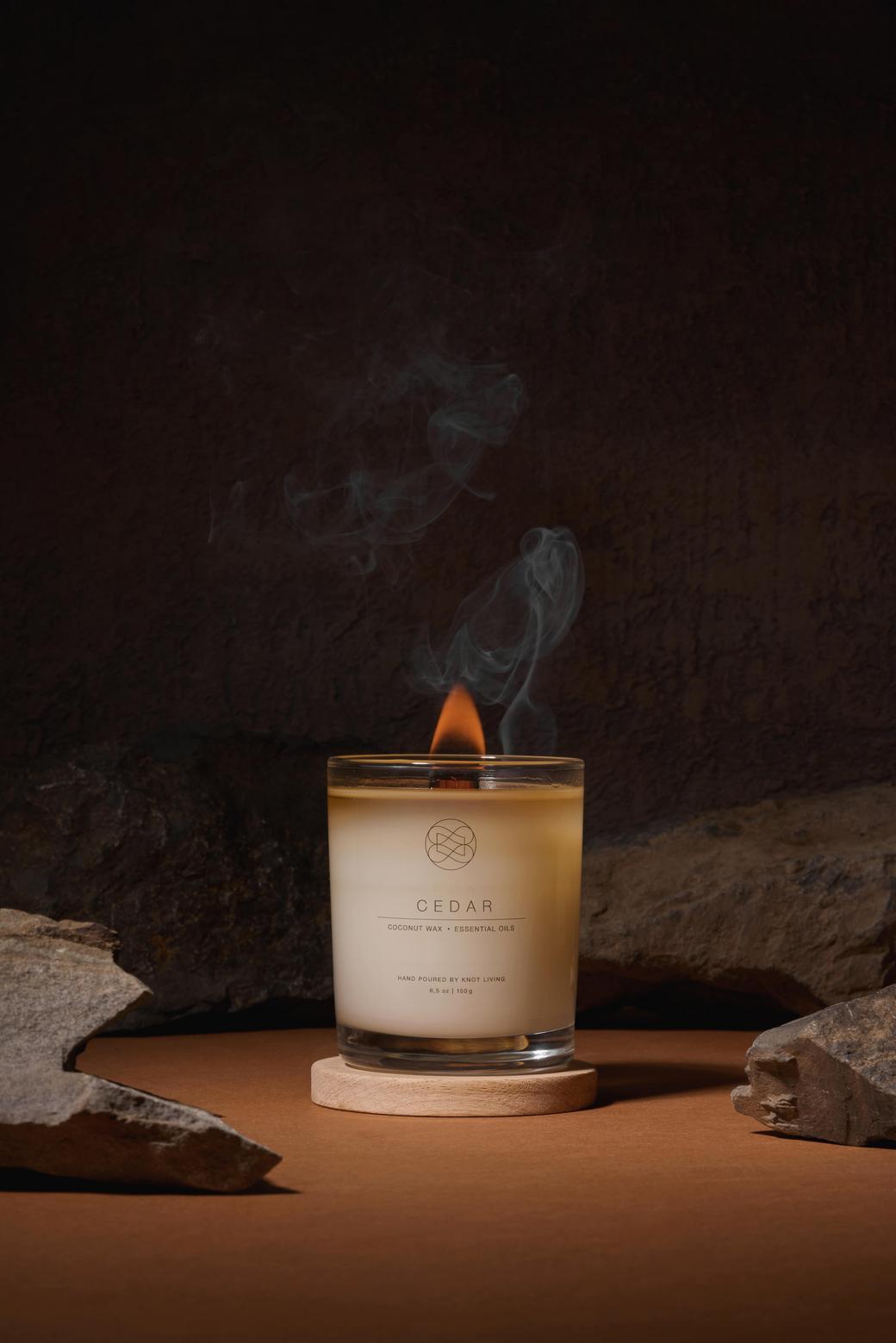 Свеча из кокосового воска с древесным фитилем Cedar