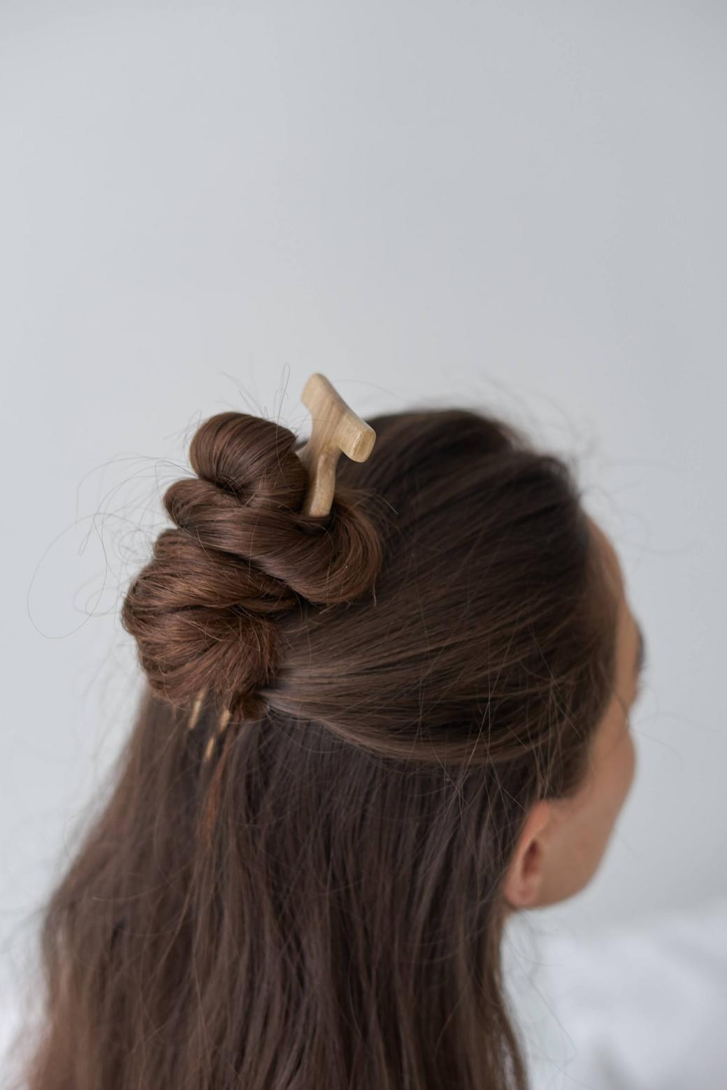 Заколка для волос в восточном стиле из древесины ореха