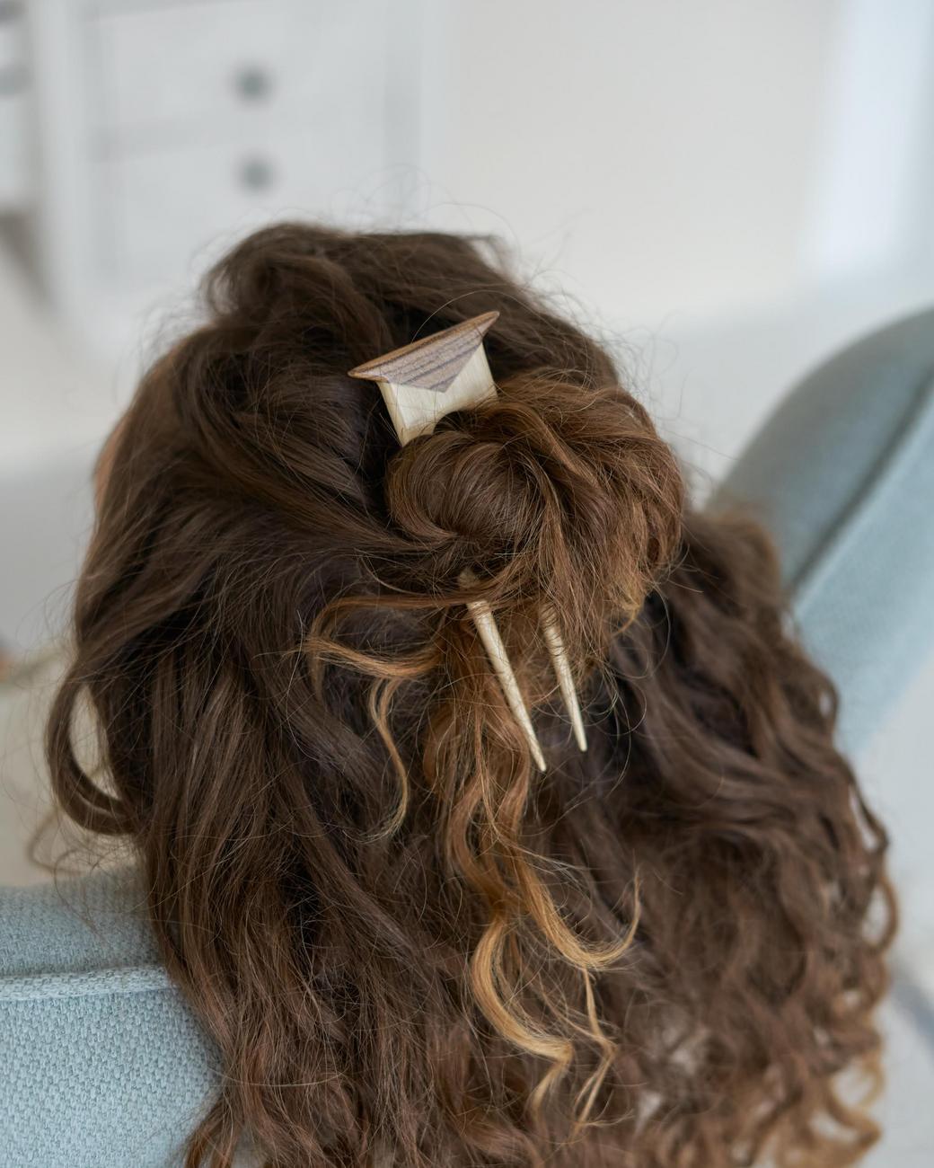 Заколка для волос из граба и зебрано