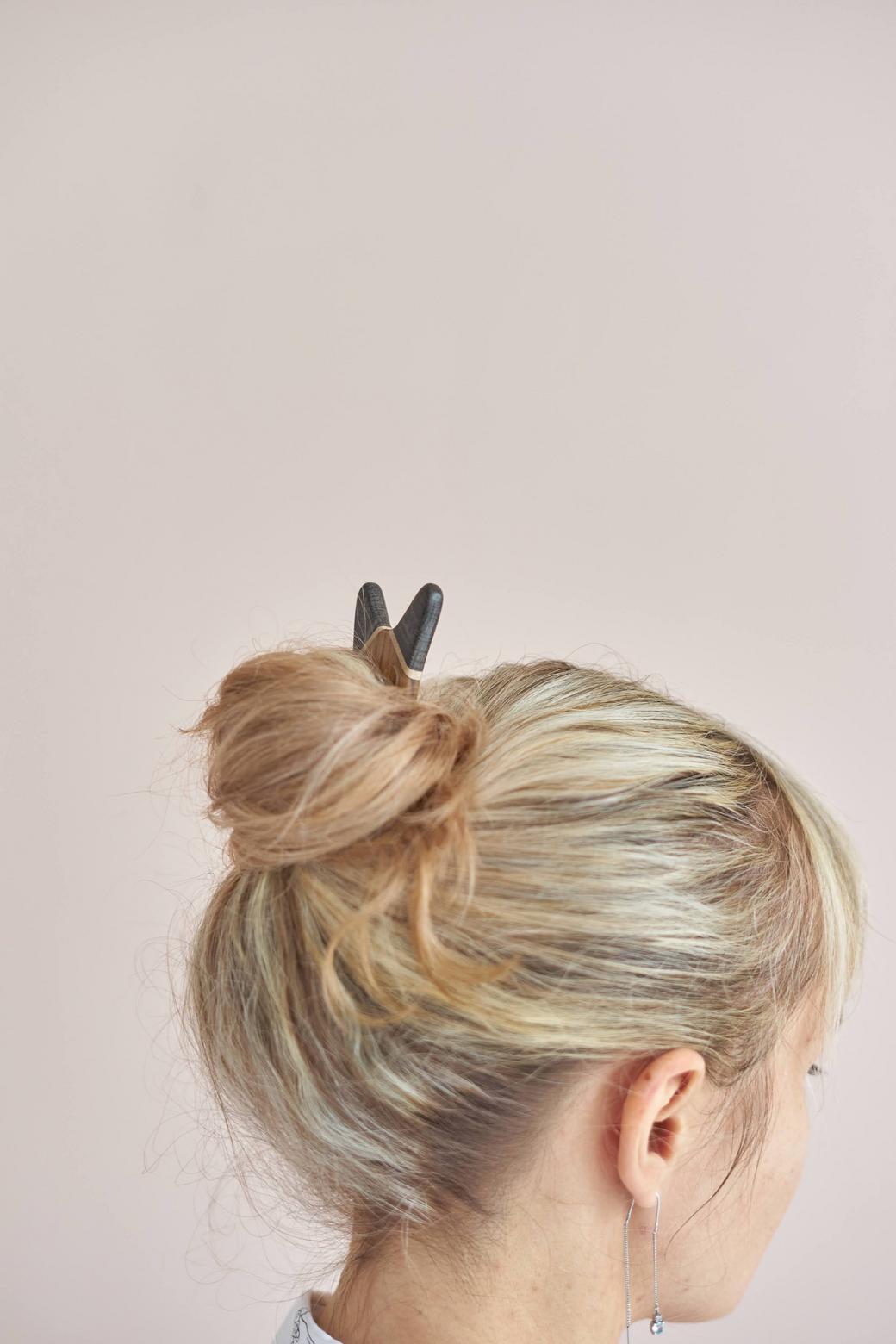 Заколка для волос из разных пород дерева
