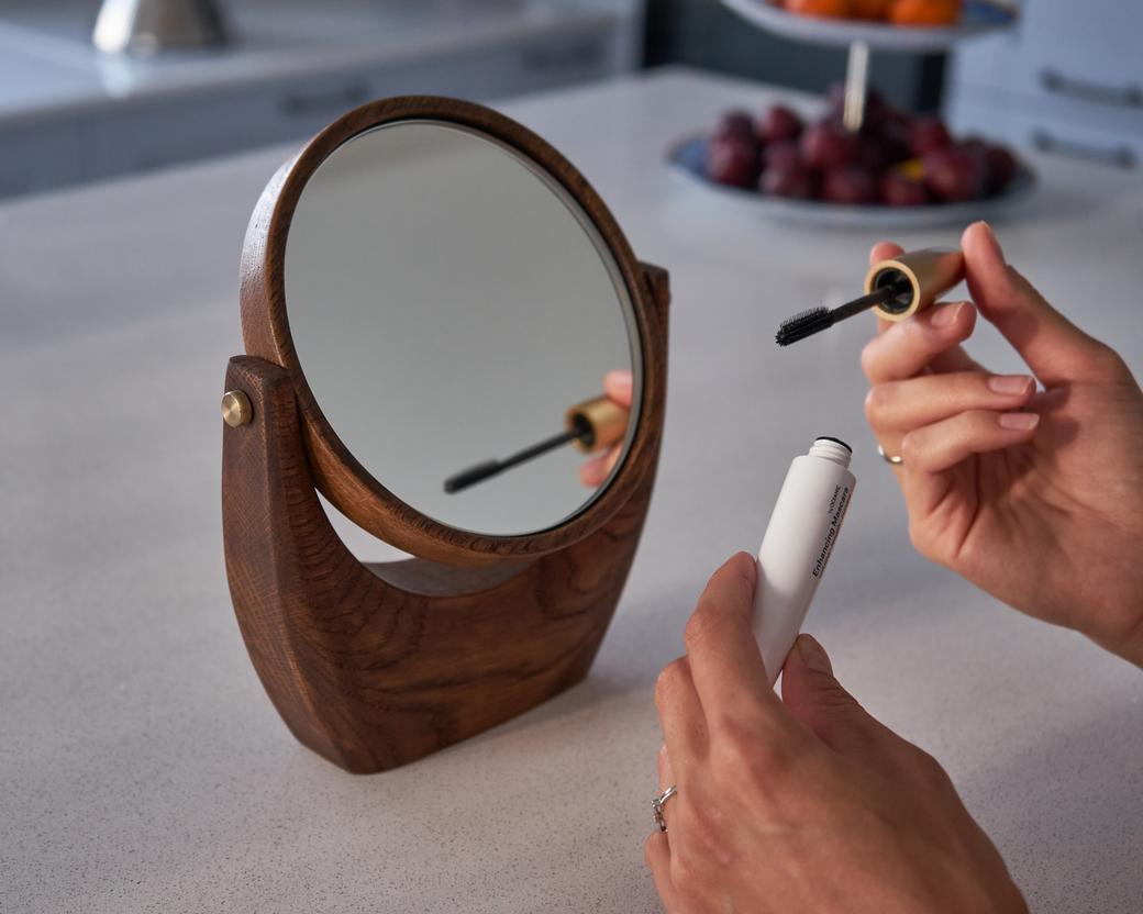 Настольное макияжное зеркало с поворотным механизмом