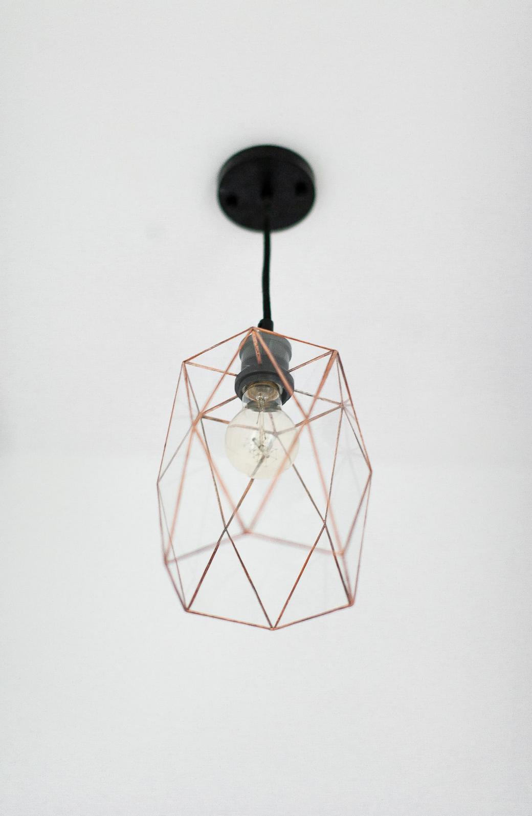 Геометрический светильник из ромбов