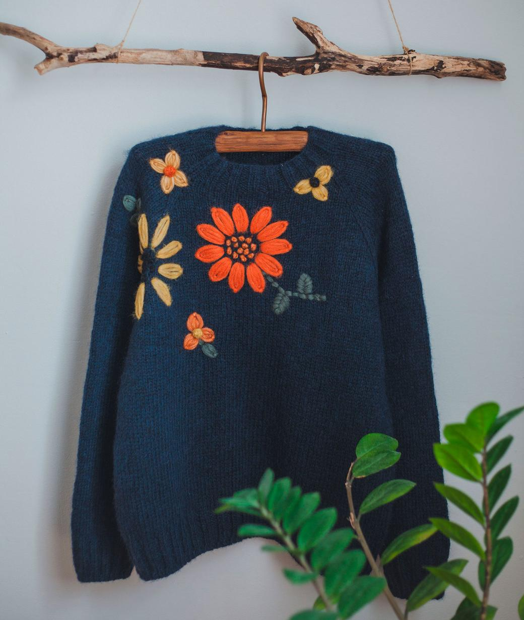 """Свитер ручной работы из шерсти альпаки с вышивкой """"Цветы"""""""