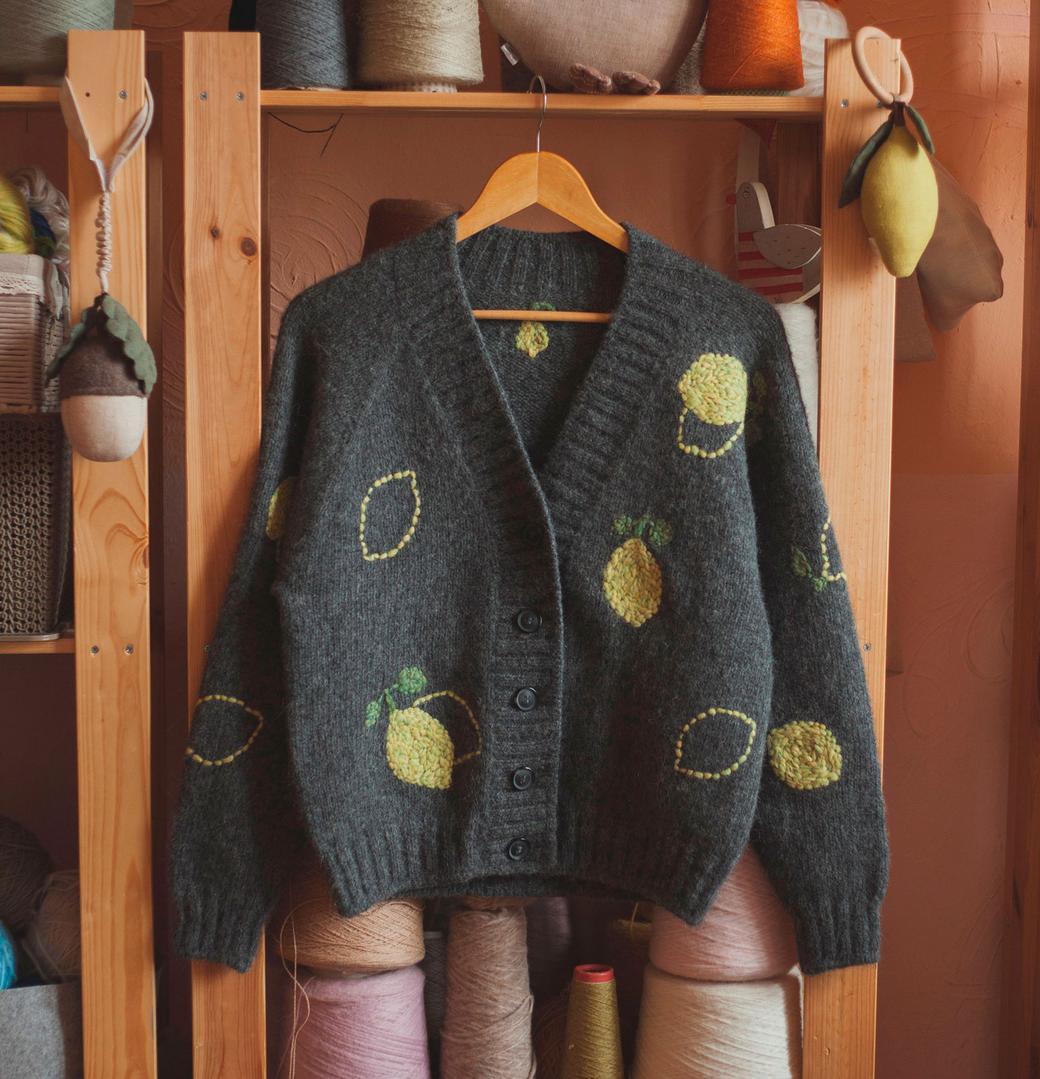 """Кардиган ручной работы из шерсти альпаки с вышивкой  """"Лимон"""""""