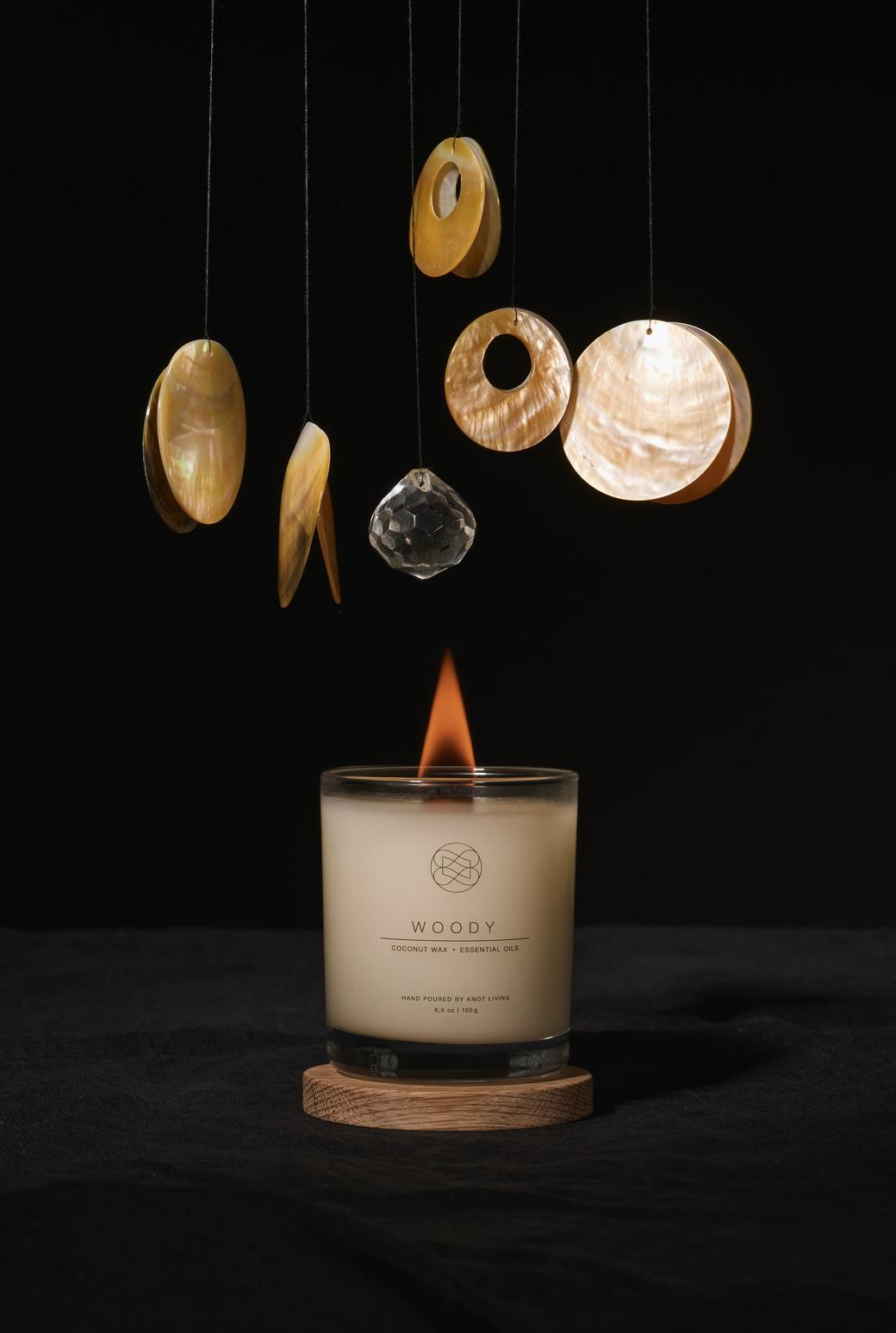 Свеча из кокосового воска с древесным фитилем Woody