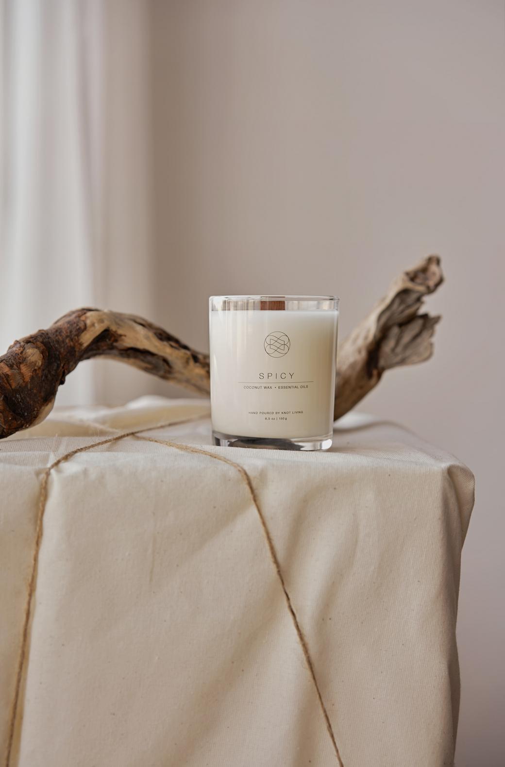 Свеча из кокосового воска с древесным фитилем Spicy